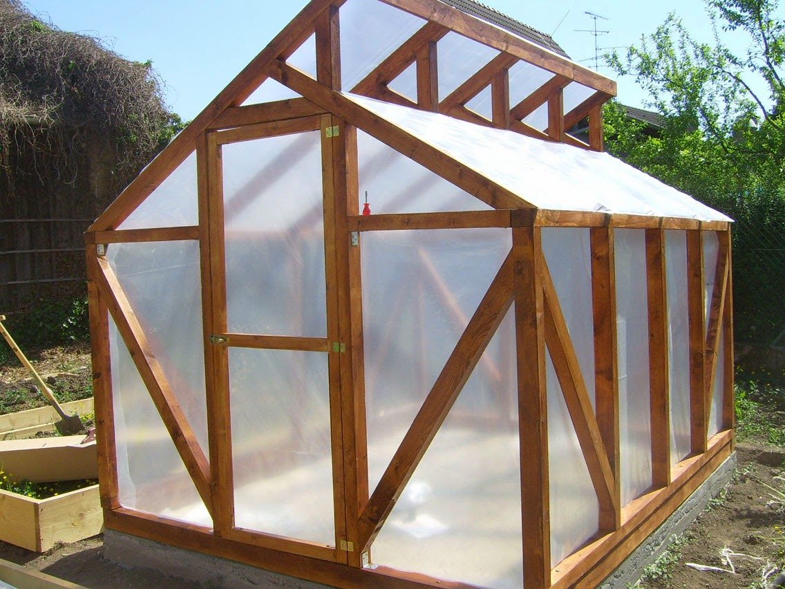 13 great diy greenhouse ideas instant knowledge for Small wooden greenhouse plans