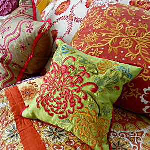 Decorative throw pillows decorate your home with throw pillows - Enhance your home decor with fancy cushions ...