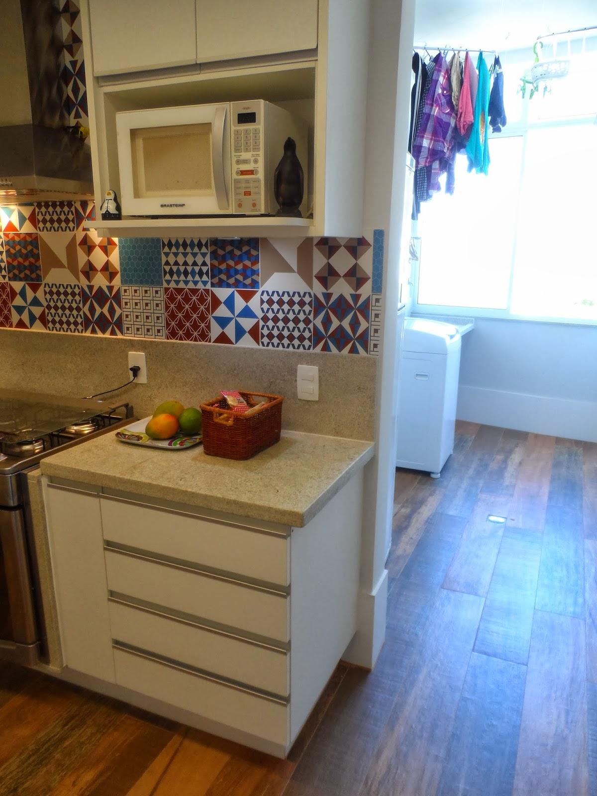 Reforma de cozinha área de serviço e dependências de empregada na  #1A64B1 1200x1600 Banheiro Com Janela Grande