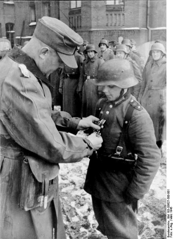 giving military medal hitler youth