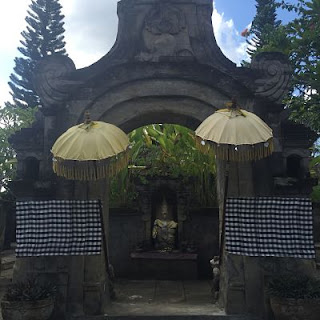 Decoración entrada casa Bali.