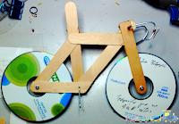 Xe Đạp Đồ Chơi Handmade Từ Que Kem Và Đĩa CD