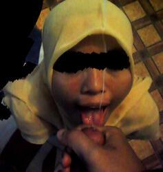 di jilbab pejuh