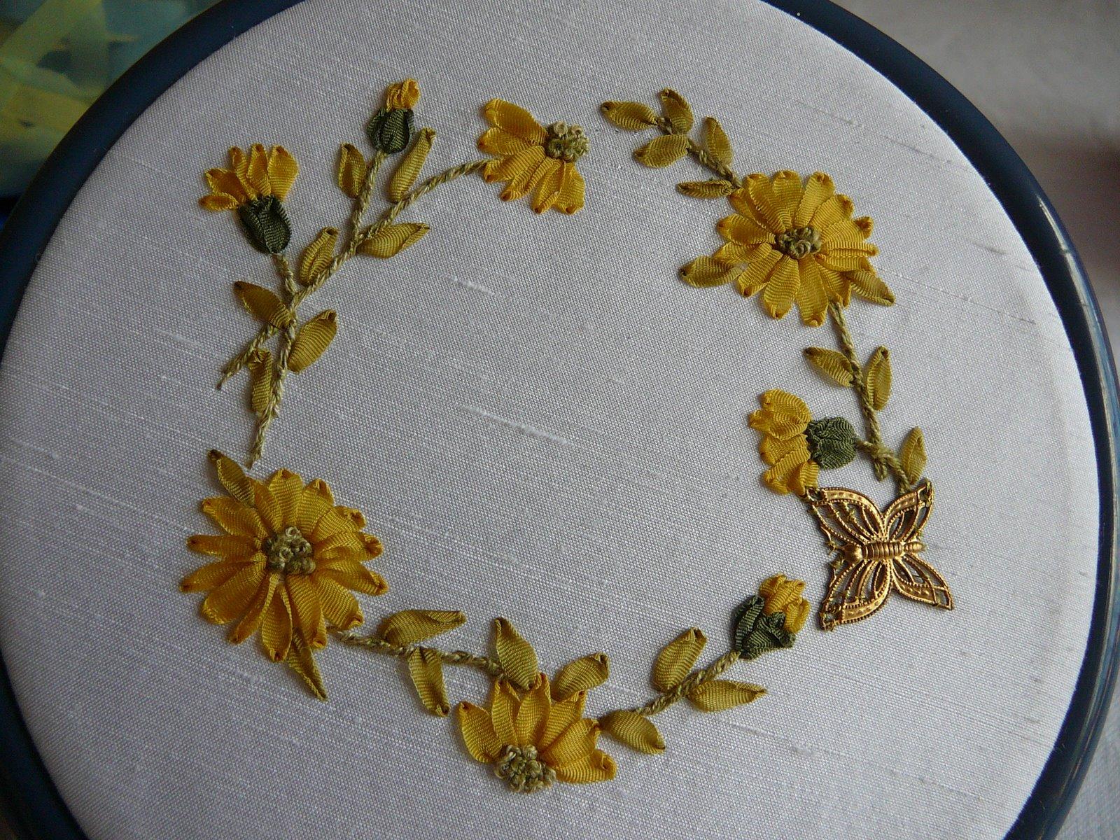 Silk ribbon embroidery daisy ring chain free design