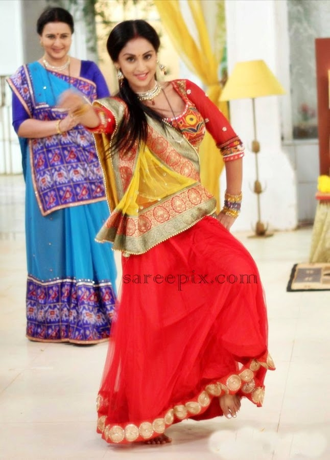 Serial-actress-Krystal-dsouza-traditional-lehenga-dance