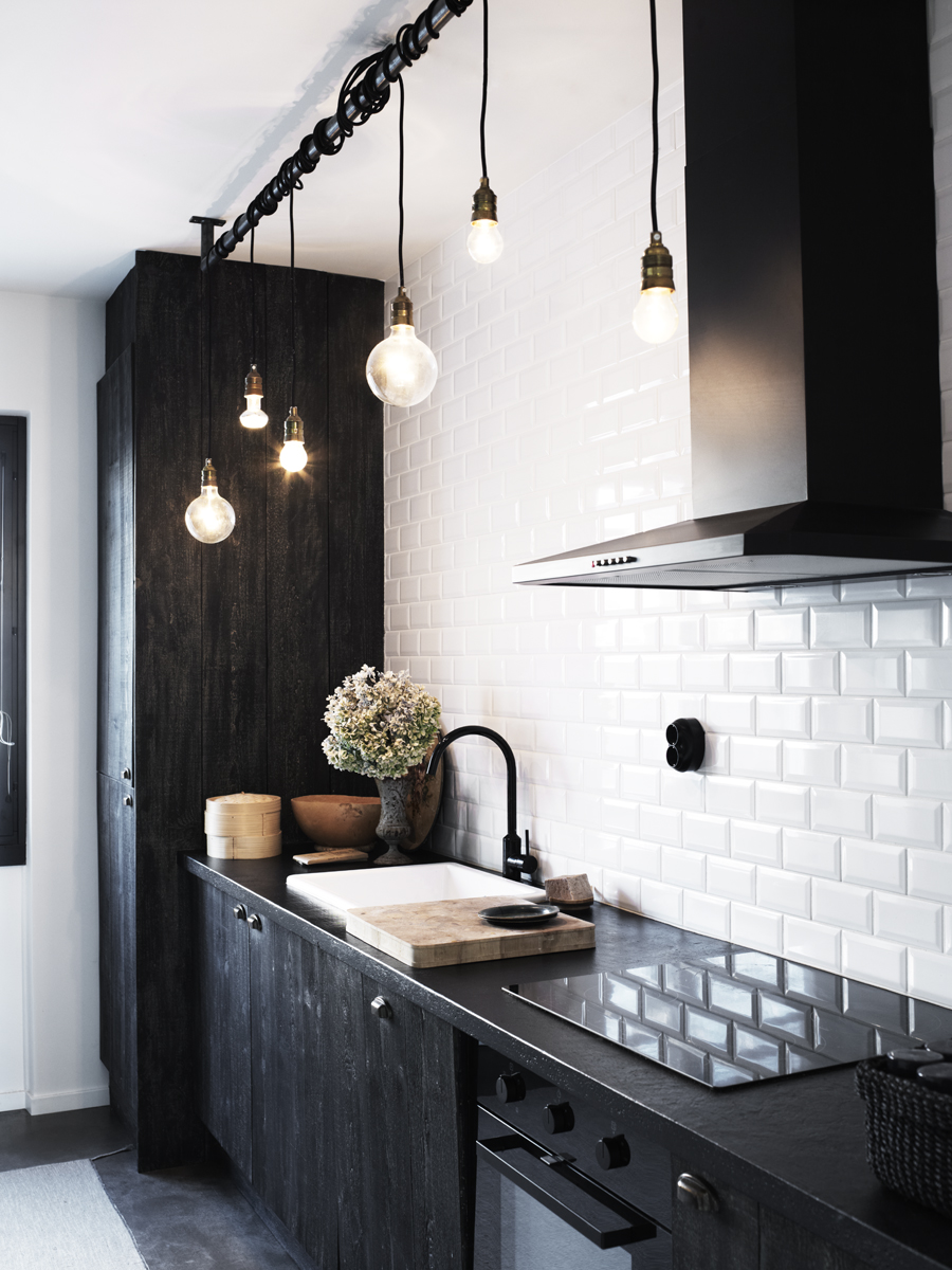 Black and White Kitchen with Subway Tile 900 x 1200