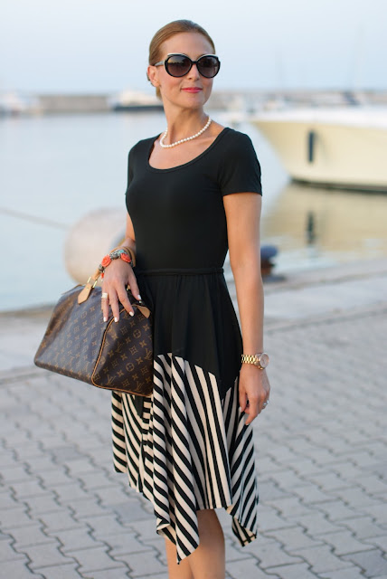 summer outfits, black and white striped dress, DKNY, pearls necklace, Fashion and Cookies