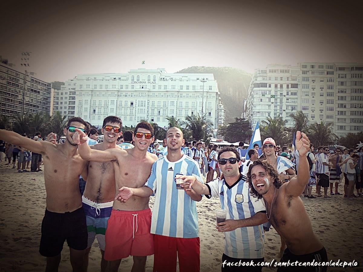 Alentando a la selección en Río de Janeiro