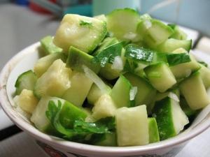 Салат из авокадо с зеленым яблоком