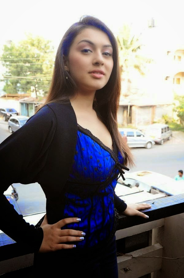 hansika motvani cleavage pics