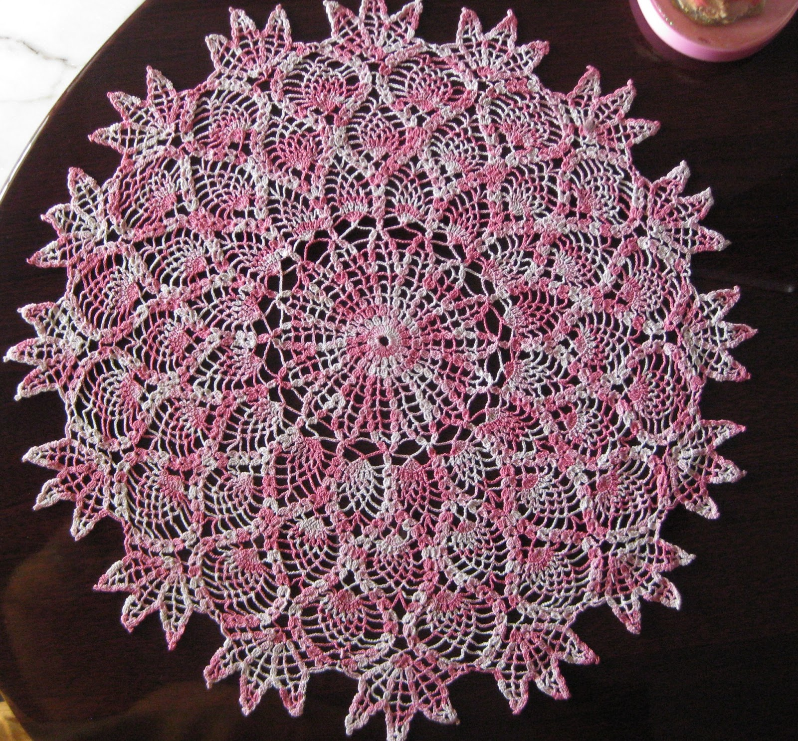 Tatting \'N Crochet: Pineapple Doily