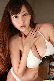 foto model payudara besar