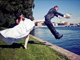 funny wedding photos, newlyweds