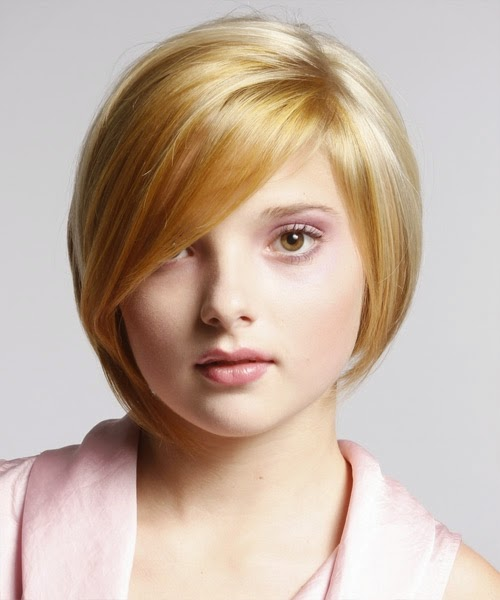 Cute Blonde Short Hairstyle For Round Faces