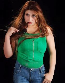 صورة الفنانة العراقية لبنى كمر