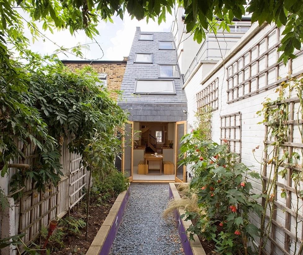ruang-ruang-lapang-desain-bangunan-rumah-mungil-dengan-lebar-2-meter-08