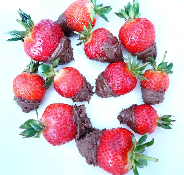 mansikkanutella5, mansikkanutella3, nutella, suklaa, chocolate, levite, spread, mansikka, strawberry, mansikat, punainen, red, yum, herkut, delicacy, välipala, snack, mansikkanutella3, nutella, suklaa, chocolate, levite, spread, dip, dipped, covered strawberries, chocolate dipped, suklaa dipattu, jälkiruoka, dessert, kuorrutettu,  mansikka, strawberry, mansikat, punainen, red, yum, herkut, delicacy, välipala, snack, herkku, kesä, summer, dip, dipped chocolate,