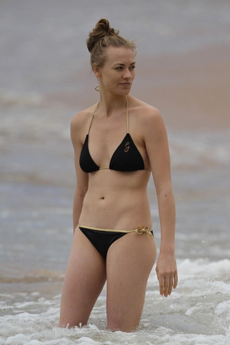 Yvonne Strahovski Bikini Pictures 38