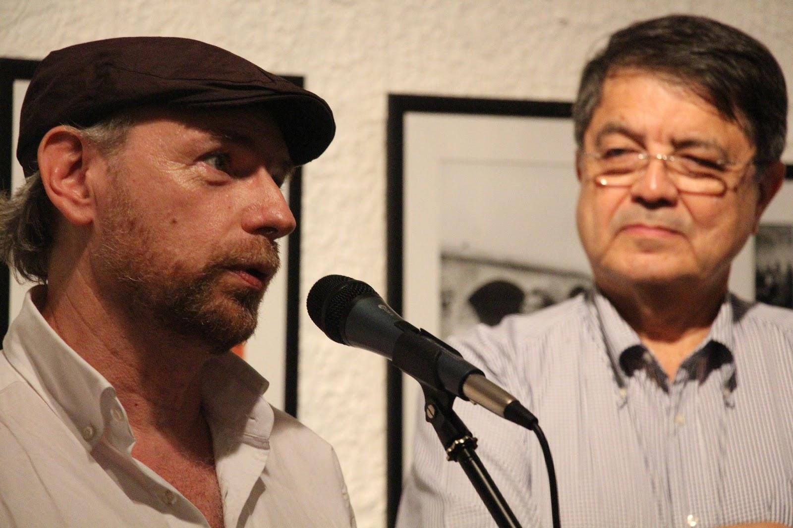 """Daniel Mordzinski, """"fotógrafo de los escritores"""", y Sergio Ramírez en la Alianza Francesa de León. Foto: María Eugenia Ramos."""