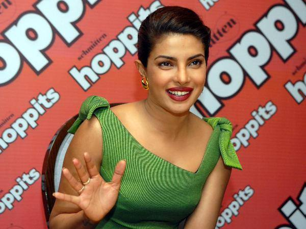 smile pic of priyanka chopra