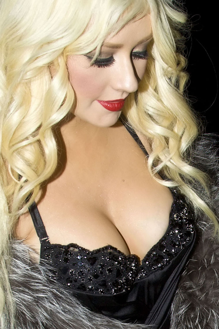 Topless Hot Christina Aguilera naked photo 2017