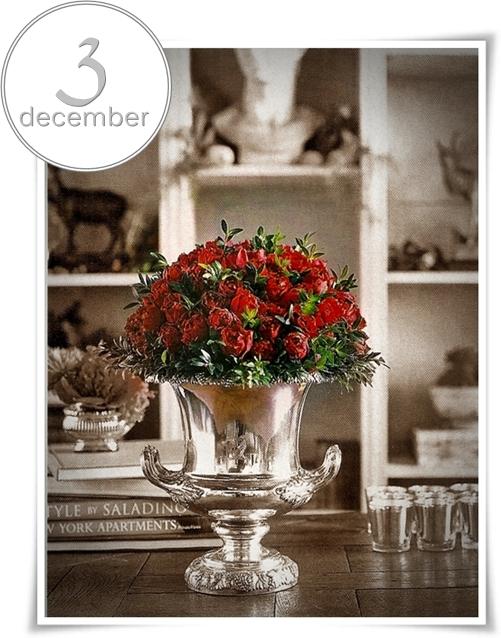 klassisk jul, urna med röda rosor