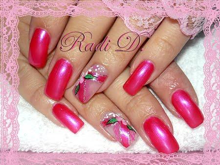 Маникюр с розова дантела