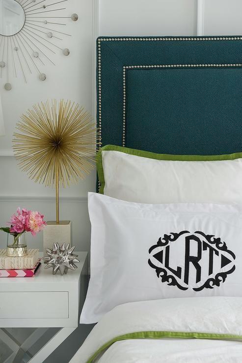 cabecero acolchado tapizado con detalles de tachuelas una opcin muy elegante