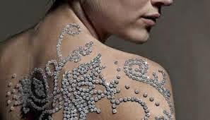 expensive tattoo, most expensive tattoo, most expensive tattoo in the world, diamons tattoo, tatuaje, el tatuaje mas caro, el tatuaje mas caro del muno, tatuaje de diamantes, yair shimansky, Minki van der westhuizen, super modelo, top model, modelo sudafricana, sudafrica, luxury, lujos, joyeria, lujos excentricos, excentric luxuries