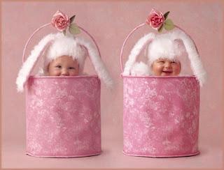 Bebês coelhos da páscoa