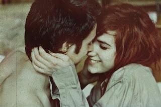 6 Status Percintaan Ambigu [ www.Bacaan.ME ]