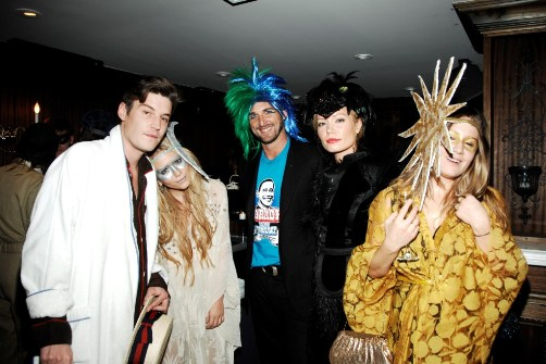 mary kate olsen and some friends - Mary Kate And Ashley Olsen Halloween