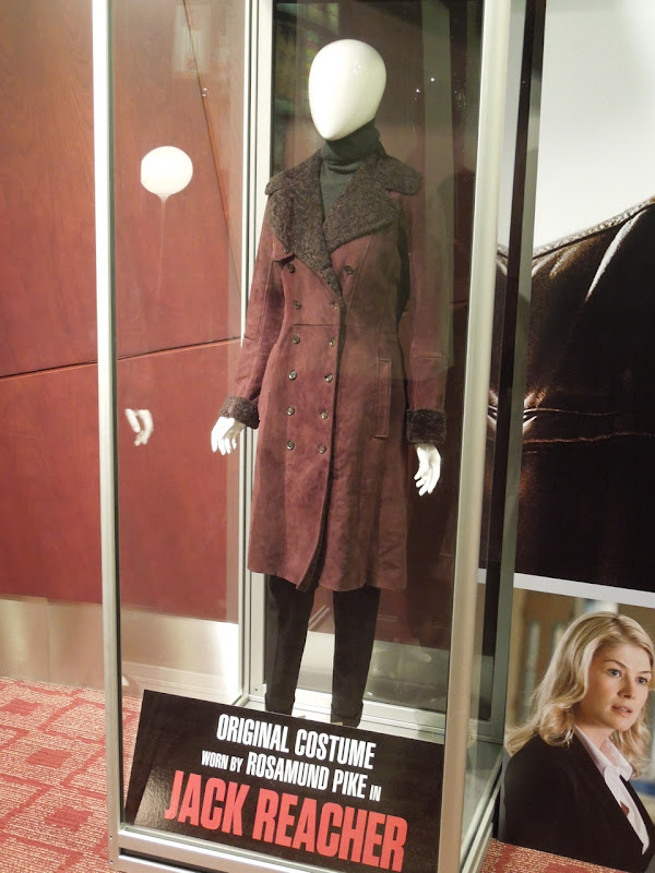 Rosamund Pike Jack Reacher film costume