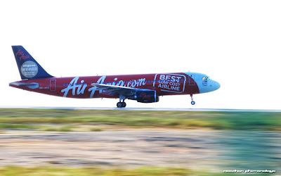 Air Asia aeroplane panning