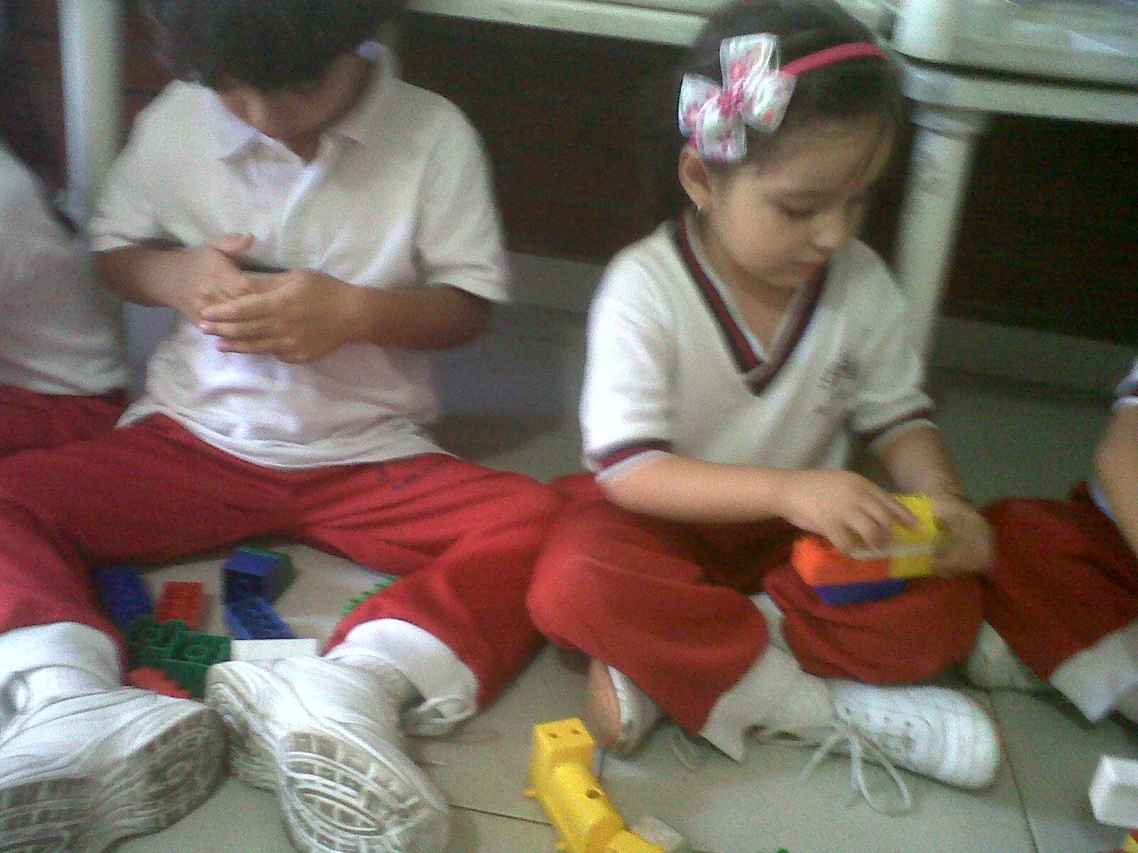 Jardin infantil corazoncitos alegres jugando con el for Aprendemos jugando jardin infantil