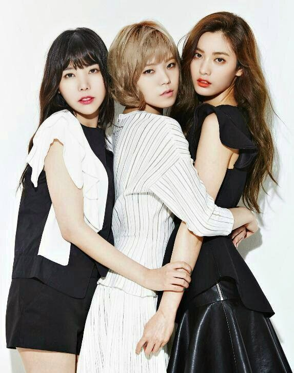 Orange Caramel pose for IZE MAGAZINE