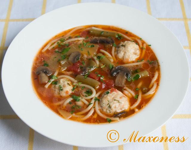 Овощной суп со спагетти и фрикадельками из индейки