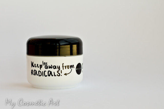 Revitalizing Cream de Crea-m Cosmetics: crema antiarrugas reafirmante.