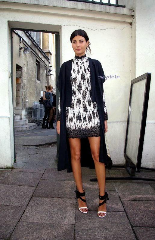 Giovanna Battaglia - Vestido branco e preto casaco preto, clutch franjas