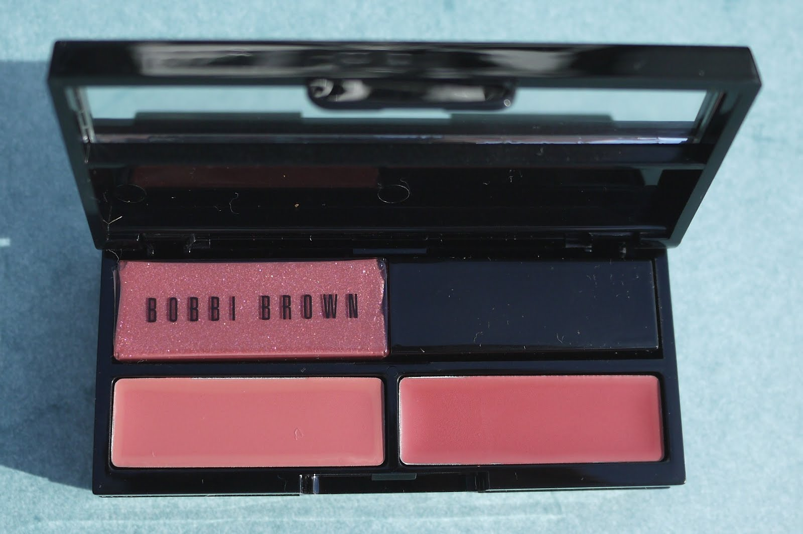 Best Things In Beauty Bobbi Brown Classics To Go Palette For The Illuminating Cheek Limited Edition A Small Quantity Of Sets Was Available At Bobbibrowncom 25 Thats Where I Bought Mine