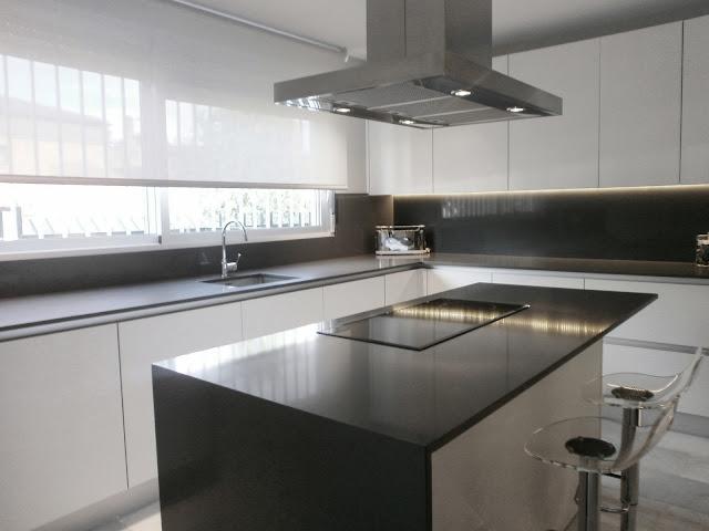 Encantadora cocina independiente y con isla cocinas con for Cocina industrial blanca