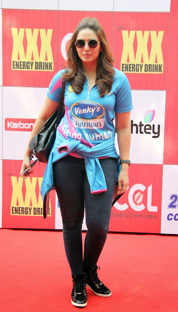 Celebrities Pictures at CCL Season 5 Mumbai Heroes Vs Veer Marathi Match CCL5  19.JPG