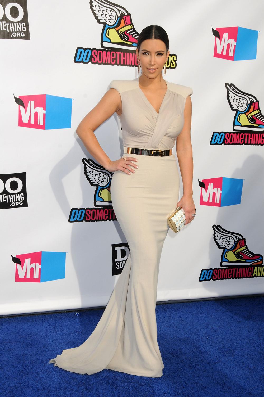 Kim Kardashian Black Ponytail Hairstyles 03