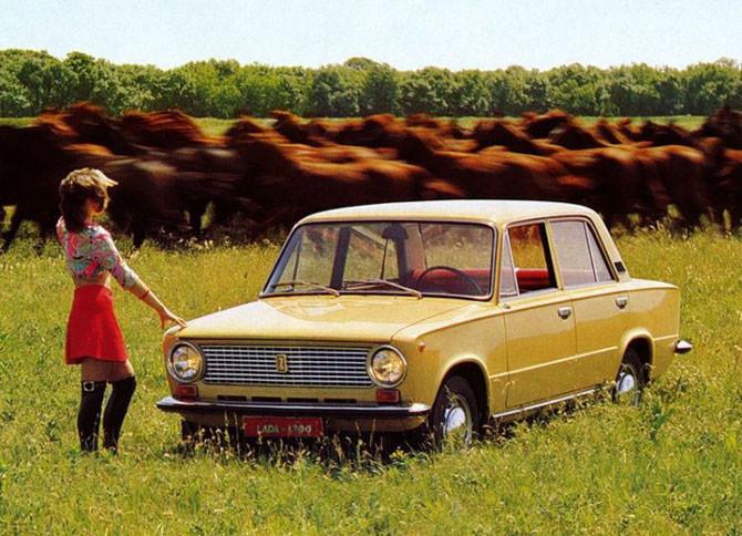Старая реклама авто с девушками (27 фото)