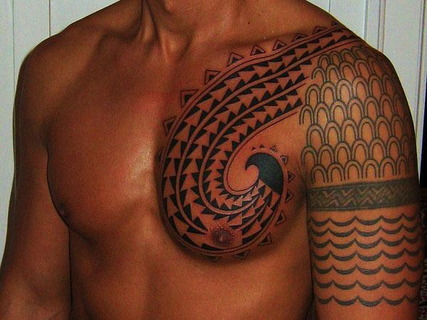 hawaiian-chest-tattoo