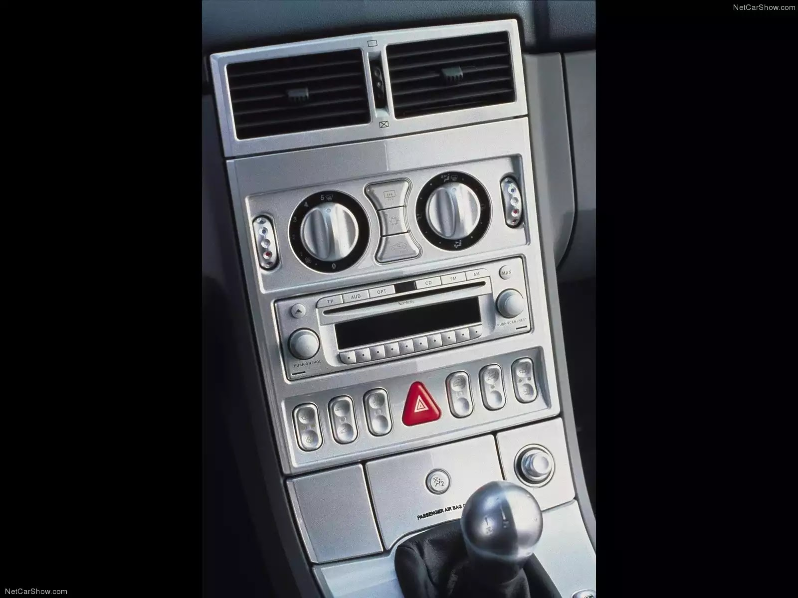 Hình ảnh xe ô tô Chrysler Crossfire 2004 & nội ngoại thất