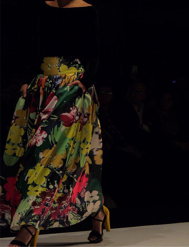 tul-desfiles-circulo de la moda de bogotá-como una aparición-flores-estampados-moda-colombia