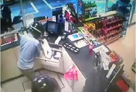 Rakaman CCTV Rompakan Stesyen Pam Minyak [Malaysia]