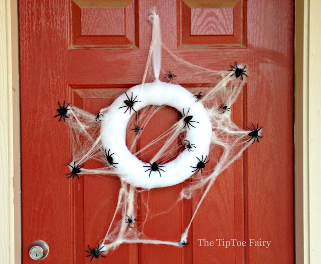 Spooky Halloween Spider Web Wreath | The TipToe Fairy #halloweendecorations #halloweenwreath #wreathtutorial #halloween