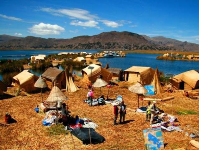 Foto Unik Desa Apung Dari Tumpukan Jerami
